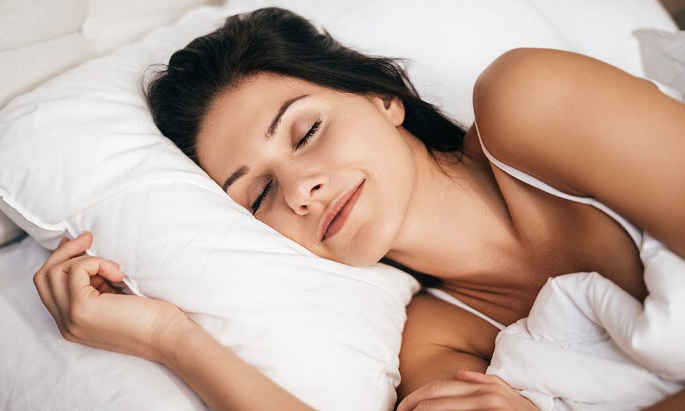 Why You Must Sleep Without A Pillow